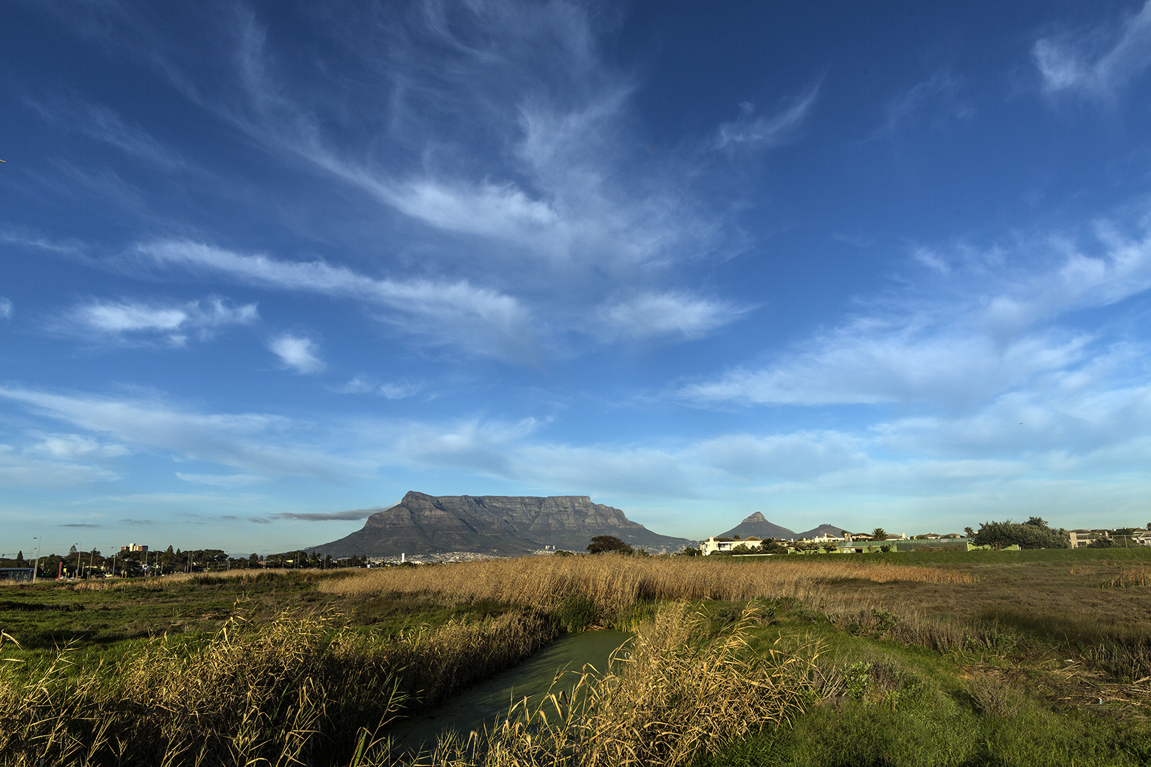 MAGNIFICENT TABLE MOUNTAIN